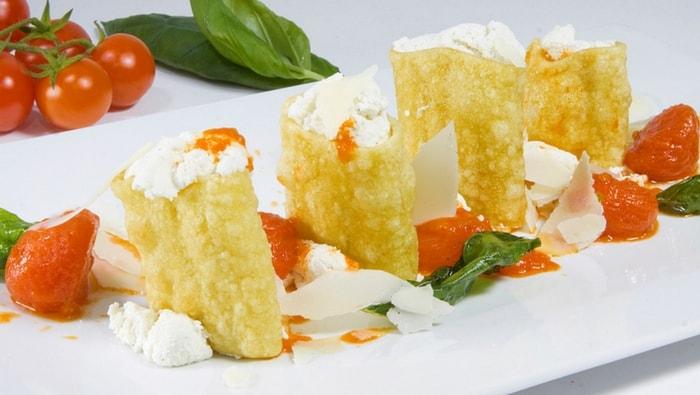 Paccheri con ricotta di bufala su fonduta di pomodori al basilico